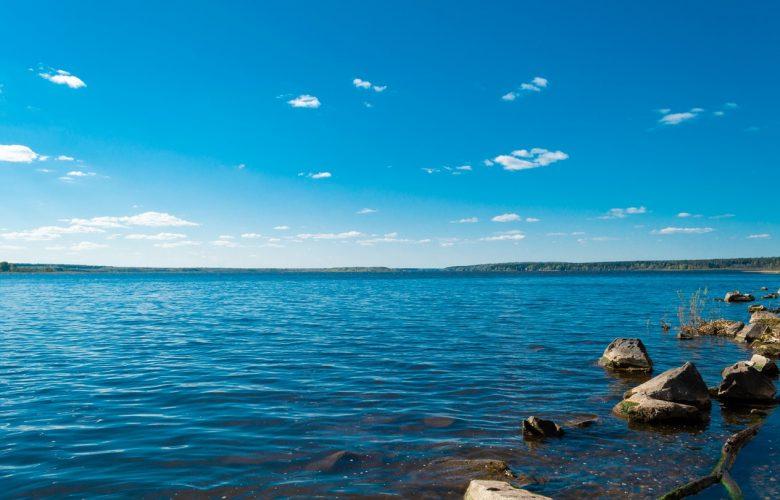 Urlop nad polskim jeziorem – gwarancja ciszy i pięknych widoków