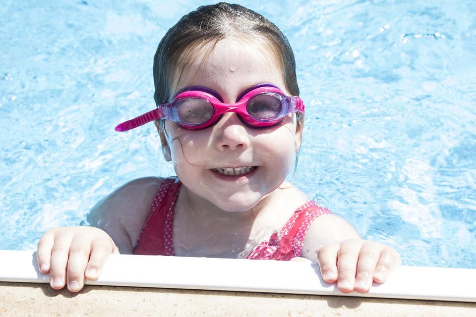 Z myślą o komforcie – jak wybrać dobre okulary do pływania dla dzieci?