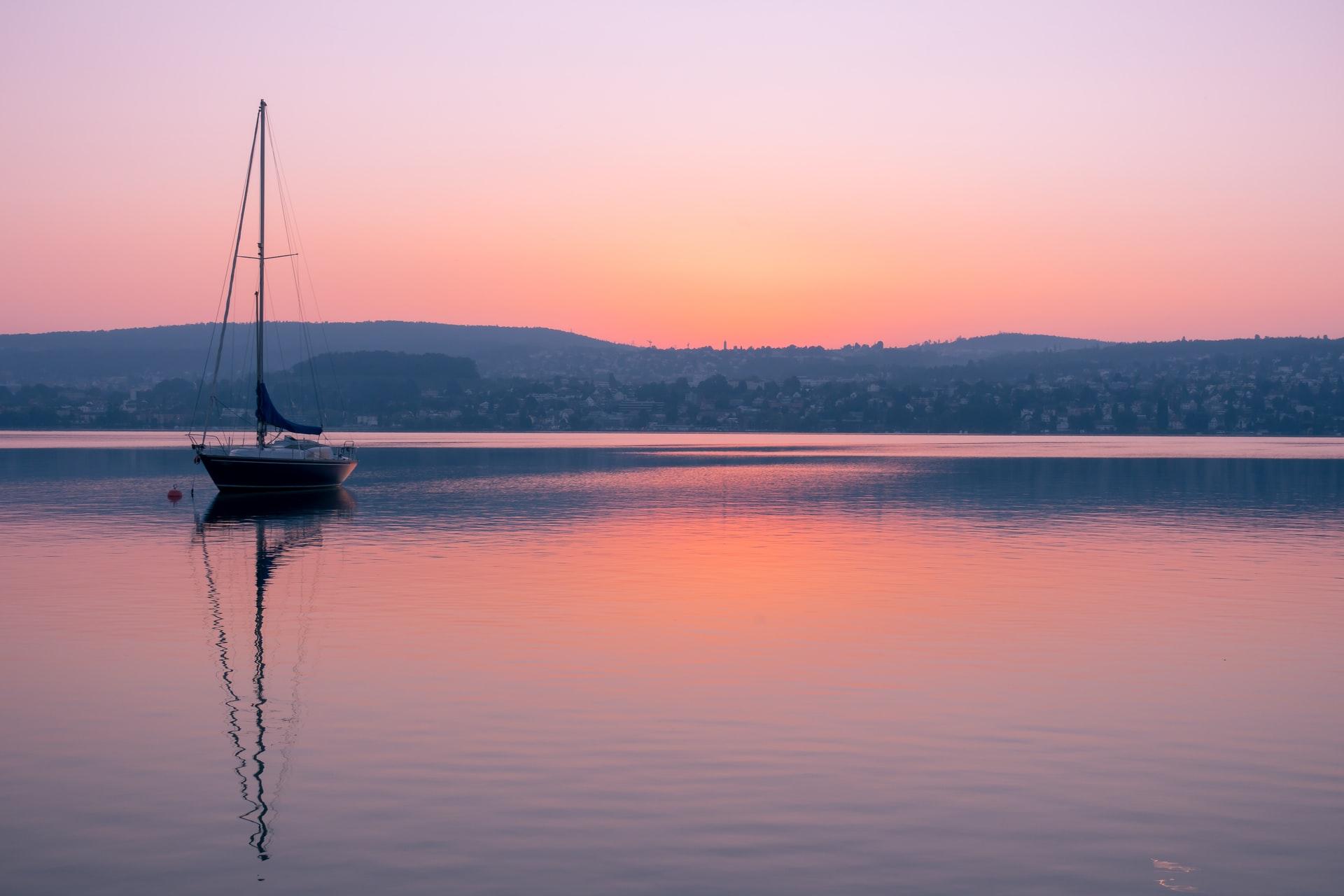 Dlaczego warto zdecydować się na czarter jachtów w Giżycku?