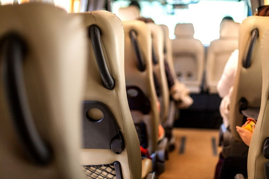 Wnętrze busa firmy Przewozy Banan