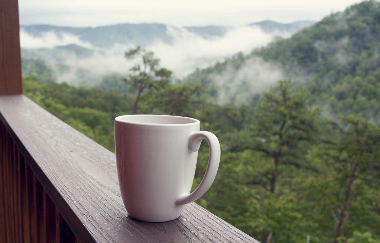 Jak przygotować aromatyczną kawę w podróży?